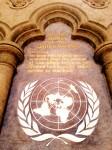 Grace Cathedral gegenüber des Nob Holl Masonic Center in San Francsico: Würdigung der Vereinten Nationen die in San Francisco gegründet wurden